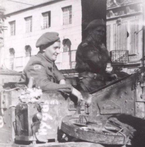N002 - Bren Carrier entering Amiens, 31 August 1944 - Archives municipales et communautaires d'Amiens 7Fi145