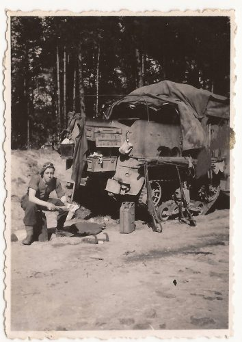 """N089 - """"...Percy, my driver. The life & soul of the section..."""", probably G Coy. - Anon. collection"""