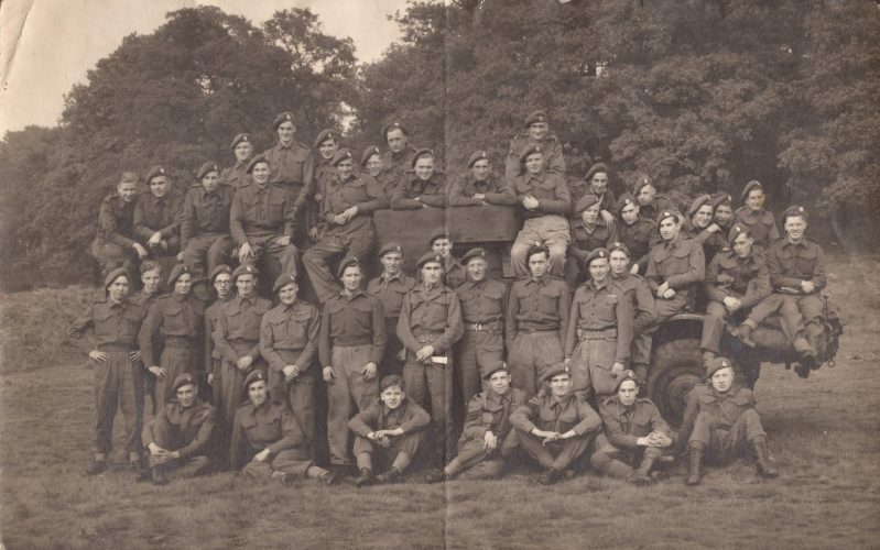N037 - Any idea what group of men (platoon?) this is? Certainly RB, but no divisional patches. - Jeltes collection
