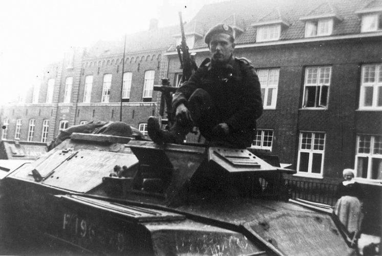 8th Rifle Brigade Humber scout car - Van der Sanden coll.