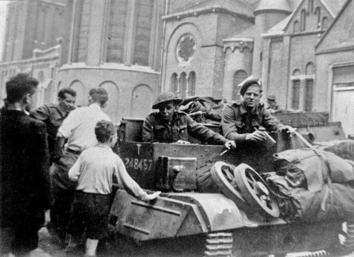 8th Rifle Brigade Bren carrier in front of Holy Brigida church - Van der Sanden coll.