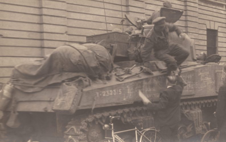 Sherman tank near former Koninklijke Stapelhuizen - editor's collection