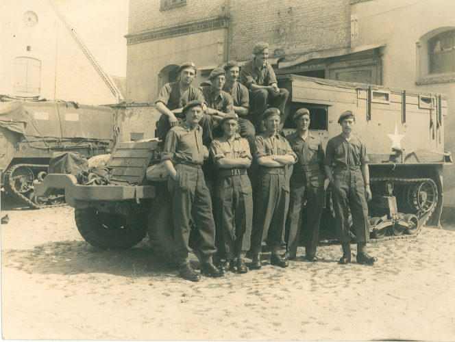 N044 - Front row 2nd from left Capt. Fiennes, 3rd from left Lt.-Col. Tony Hunter, others unknown - Sgt. White collection