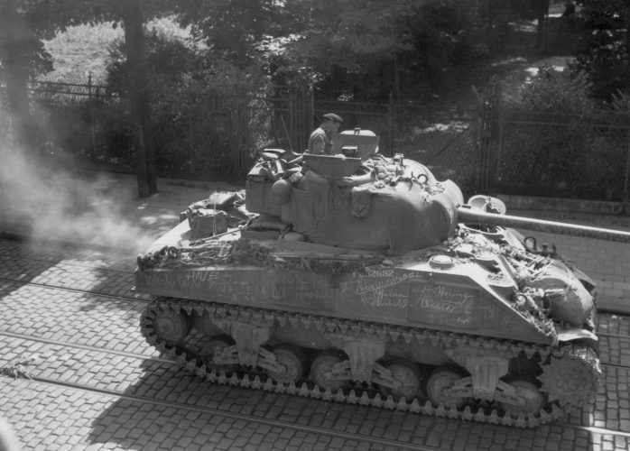 Same 23rd Hussars Sherman Firefly, Antwerpsestraat, Mortsel - Kenny collection