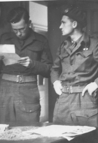 N046 - Left to right: ??, Maj. Noel Bell - Sgt. White collection